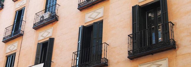 Barcelona - finestres de fusta - persiana mallorquina - porticons